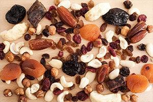 Prugne, datteri, fichi e frutta secca limitano la stipsi